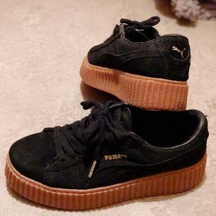 Puma fenty (Rihanna) sneakers! Strl 39🌷 A-kopia, använda 2-3ggr. Så otroligt sköna! Fint skick. Upphämtning i Gbg eller frakt mot avgift.