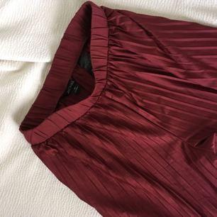 Riktigt grymma vinröda byxor från Monki som blivit för små för mig..... storlek XS