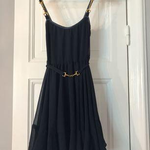 Jätte fin klänning från Ida Sjöstedt använd ca 2 ggr. Kan skickas mot frakt