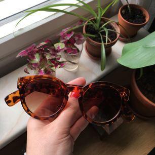 Solglasögon från indiska! Frakt tillkommer!