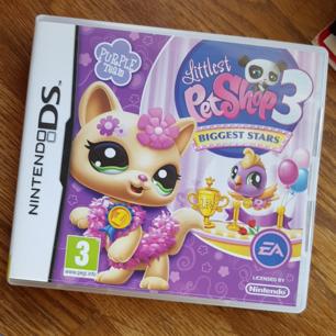 Little Pet Shop nintendo spel, fint skick utan hack eller liknande såvitt jag vet. Kan beskriva mer utförligt vad spelet går ut på vid begäran. Vi delar på frakten (: