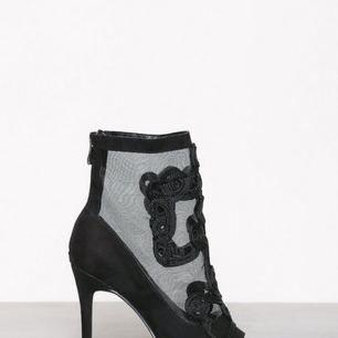 Heels från Nelly, använda vid ett tillfälle - helt i nyskick🐝⭐️