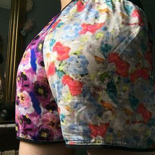 Fina shorts från the ragged priest. Tunt material. Använda vid ett tillfälle.   Köparen står för ev frakt (ca 20kr)