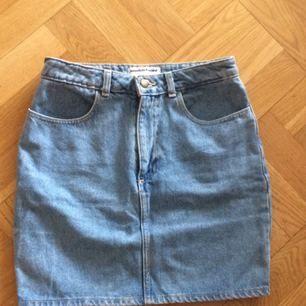 Jeans high waist skirt från American apparel, använd 2 gånger bara!🌸