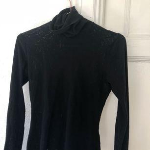 Snygg tröja från benetton! Knappt använd!  Kan mötas upp eller så betalar köparen frakten!🌸