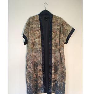 Kimono/kaftan från HM i väldigt gott skick