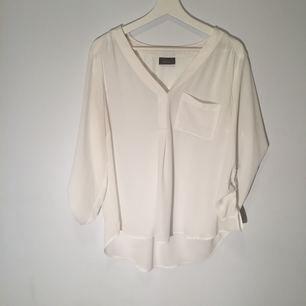Säljer min snygga kontors tröja! För endast 100kr, den kostade 300kr förr!