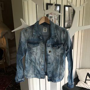 Jeansjacka från crocker, betalas med swish