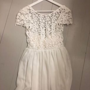 Studentklänning från DM retro, använd endast en gång! Storlek 34, ordinariepris 599kr