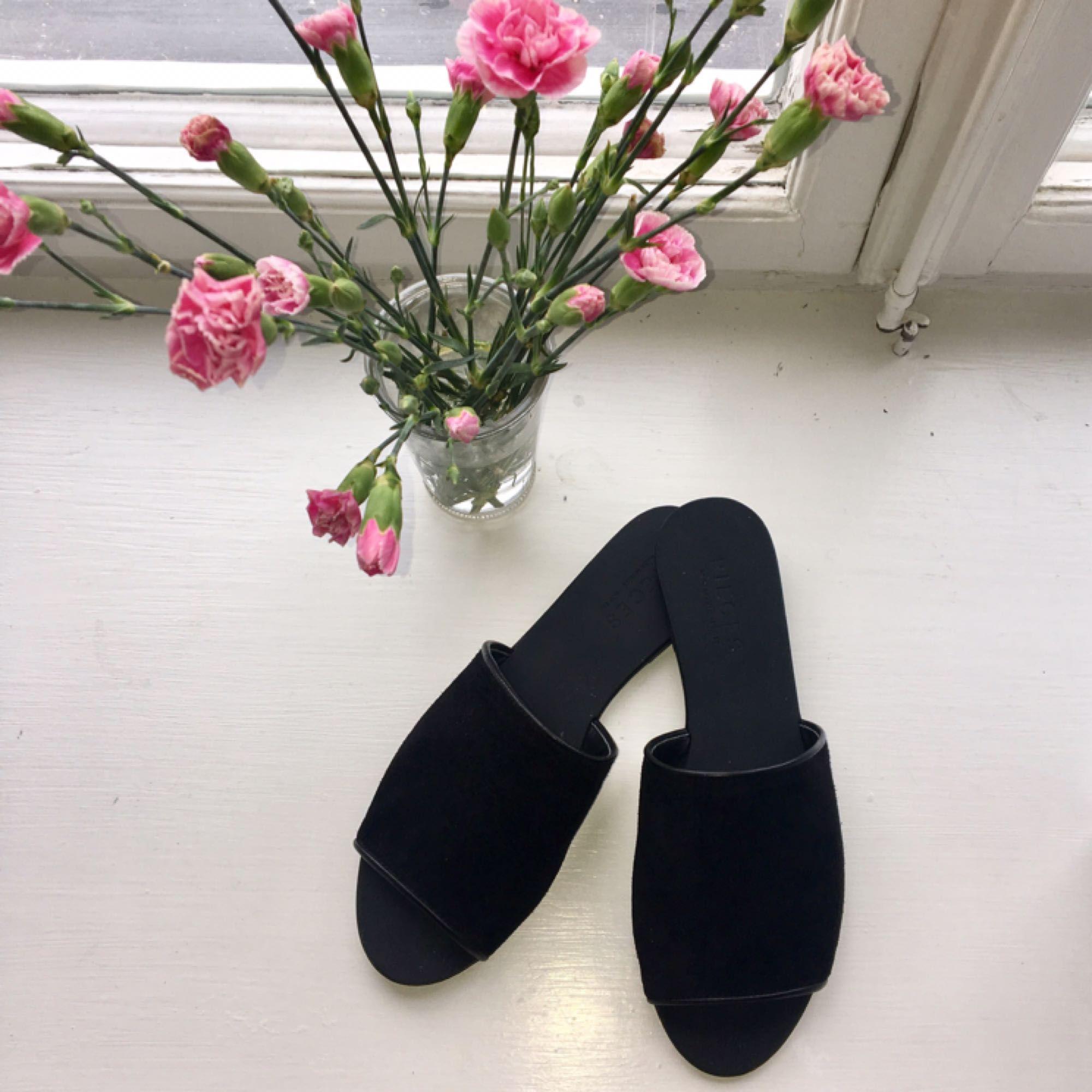 Superfina oanvända sandaler i strlk 39. Kartong och lappar kvar! Så fina till sommaren  👡. Skor.