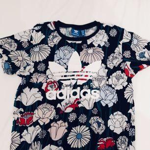 T-shirt från adidas. Fint skick!