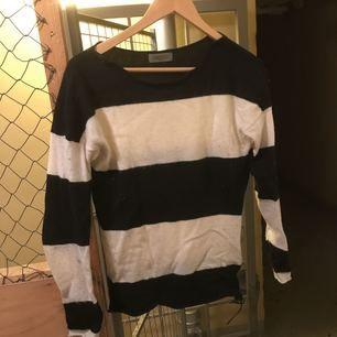 Snygg tröja från Hunky dory med dragkedja