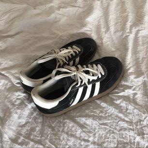 Adidas Spezial i bra skick! Vill bara bli av med dom, möter upp i stockholm eller så betalar köparen för frakt!
