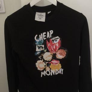 Assnygg tröja från Cheap monday. Är i gott skick! Frakt ca 55kr