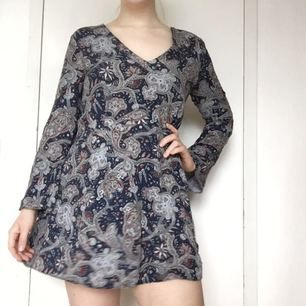 Fin paisleyklänning från Zara. +35 för frakt