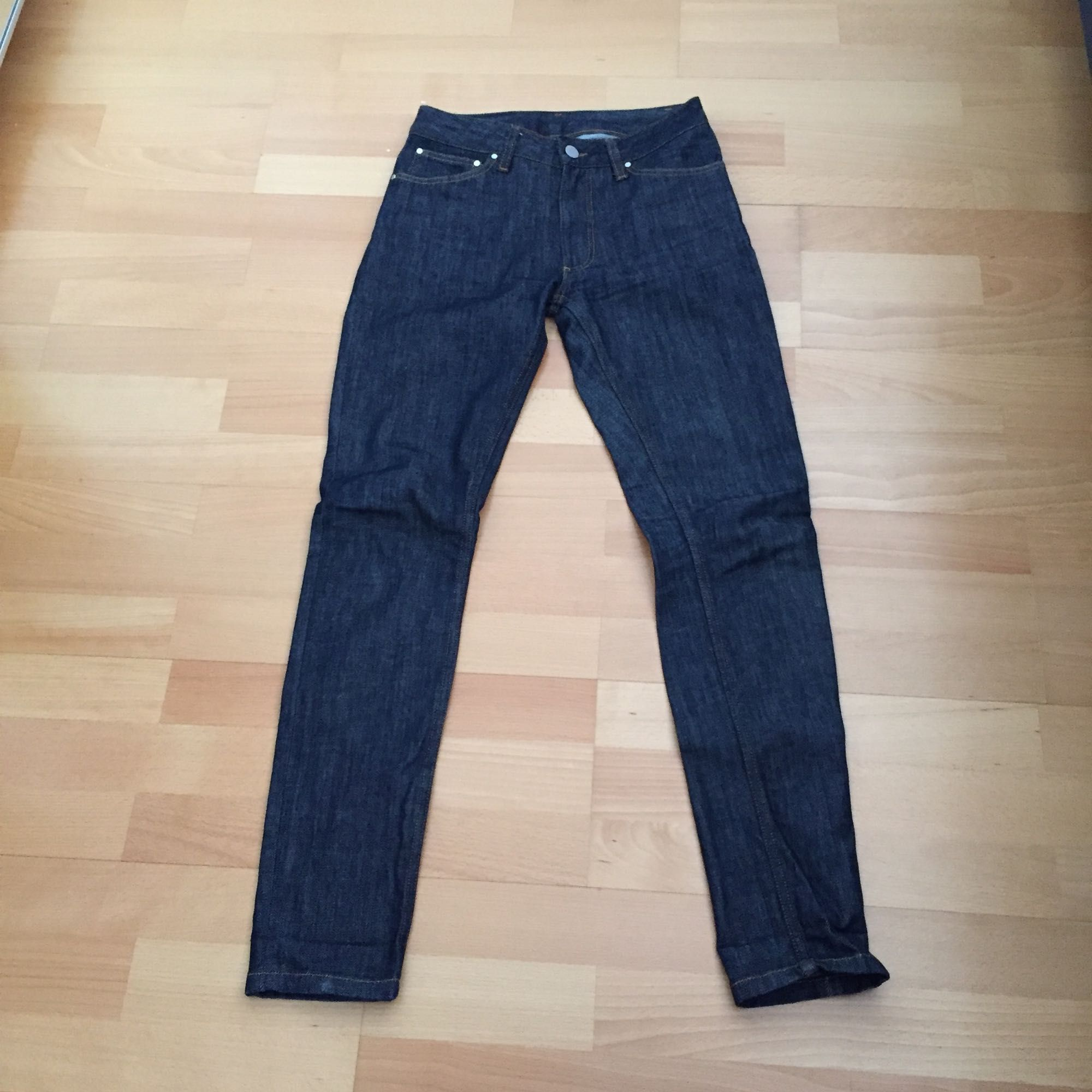 """Jeans ifrån """"Whyred"""" i modellen """"ra"""" högmidjade och i w26 med L32. Dyra vid inköp, kostade 1200kr och inköpta på MQ. Använd ca 5 gånger. Jeans & Byxor."""