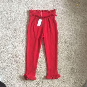En par fina kostymbyxor från Nelly! Aldrig använda då dom var lite för små på mig. Köparen står för frakten, annars möts jag upp i Falun! 🌟💋😬