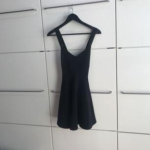 Festlig/ somrig klänning! 🌷