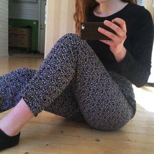 Extremt gosiga byxor från Weekday med fint mönster. Verkligen jättesköna 🌼