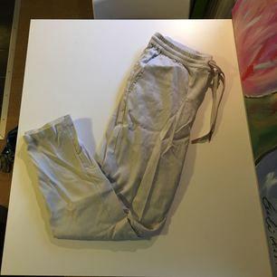 Fina byxor i linnematerial från H&M. Nyskick!