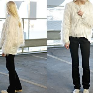 Säljer denna sjukt fina vita faux fur jackan från Gina Tricot!🌸 (inte min bild)