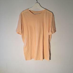 En liten söt tröja för en solig dag🌞Den är har en blandning av gul och rosa färg💛💓