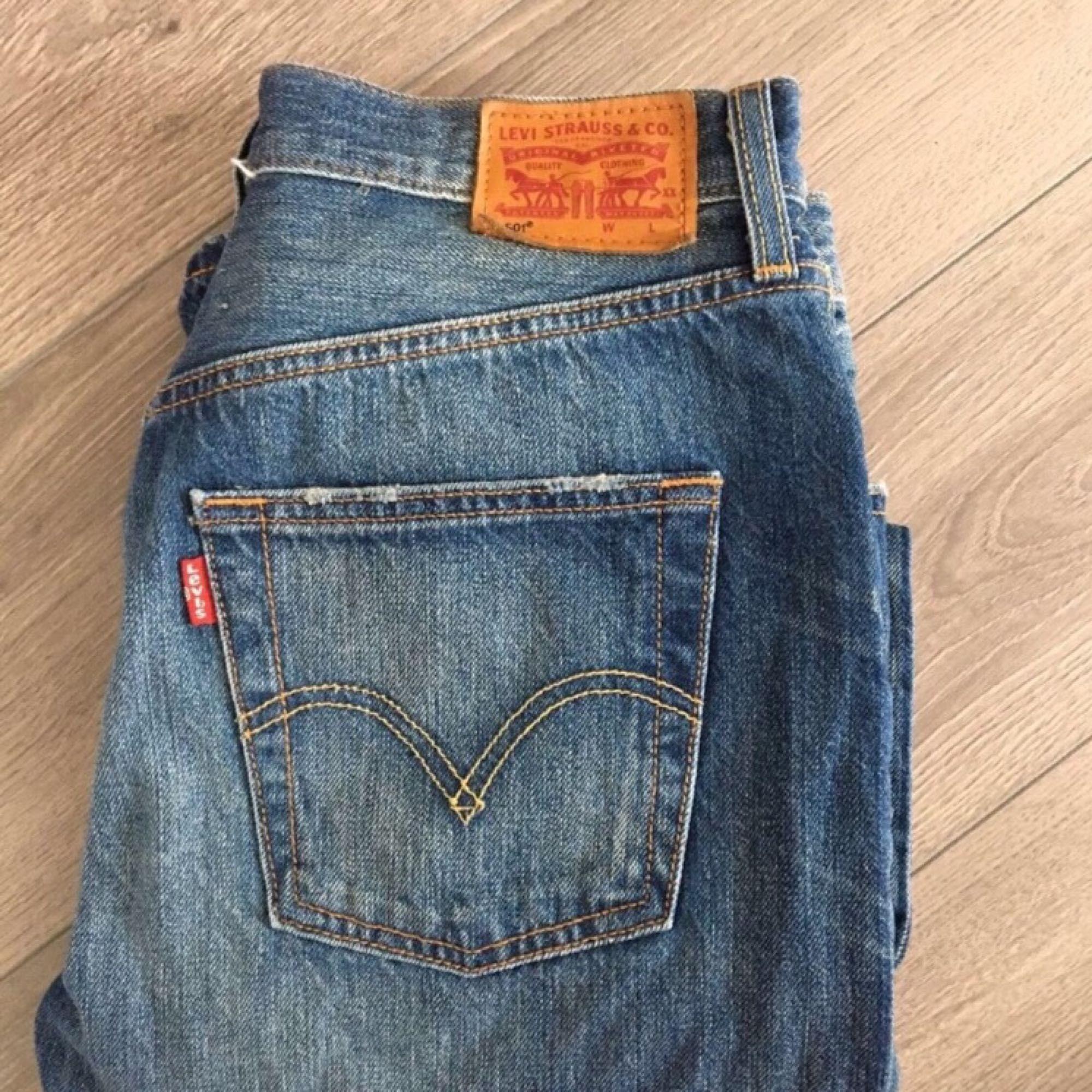 Levis Jeans i model 501. Næppe brugt og i størrelse W.26 og L ... 5b8dc7bde2e6d