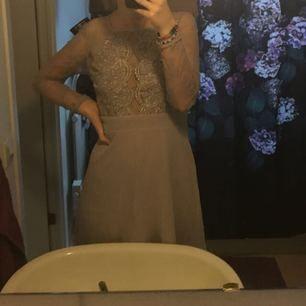 Världens finaste klänning som passar perfekt nu till skolavslutningen! Pris kan diskuteras