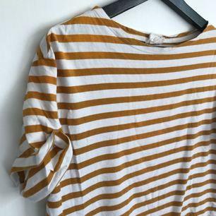 Randis senapsgul t-shirt! Jättefint skick!