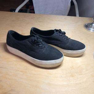 Sneakers från vagabond. Inhandlade för 2 somrar sedan. Använda ca 4ggr, säljer pga kommer inte till användning.