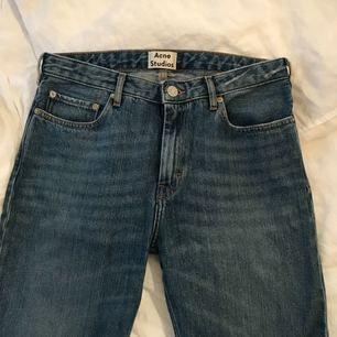 Acne Pop jeans. Sparsamt använda, mycket fint skick. Nypris runt 1500 kr.