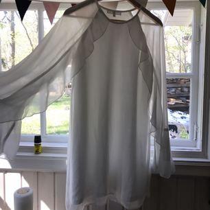 Superfin klänning från Missguided! Passar perfa som studentklänning etc, bara använd en gång. Kan mötas upp i Stockholm eller så betalar köparen frakt :)