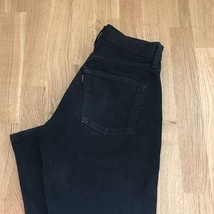 Levis jeans 501  Strl: 27   Kan mötas i Stockholm eller frakta. (Köparen betalar frakten). Endast swish.