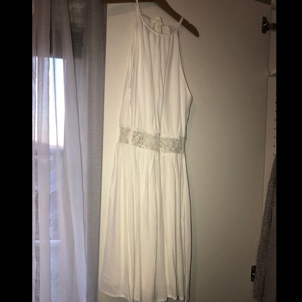 """Superfin klänning från bikbok. Öppenrygg och en """"cutout"""" på magen. Använd en gång. Priset är inkl frakt. Klänningar."""