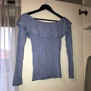 Off shoulder top från Gina Tricot. Använd 2-3 gånger. Priset är inkl frakt