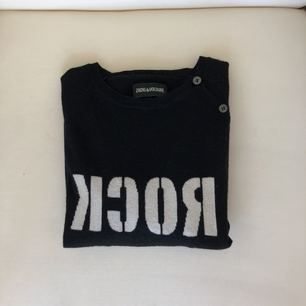 En Zadig & Volitare, svart kashmir tröja. Bra skick! Säljs pga, växt ur.