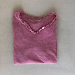 Rosa Zadig & Volitare t-shirt. Super bra skick, endast använd 3 ggr. Priset kan diskuteras.