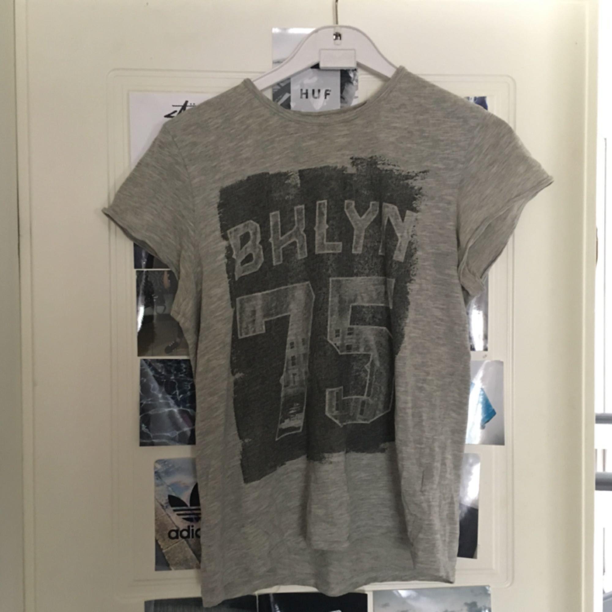 T-shirt i fint skick. Köpare står för frakt. . T-shirts.