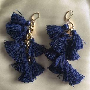 Navy blue tassel in gold chain