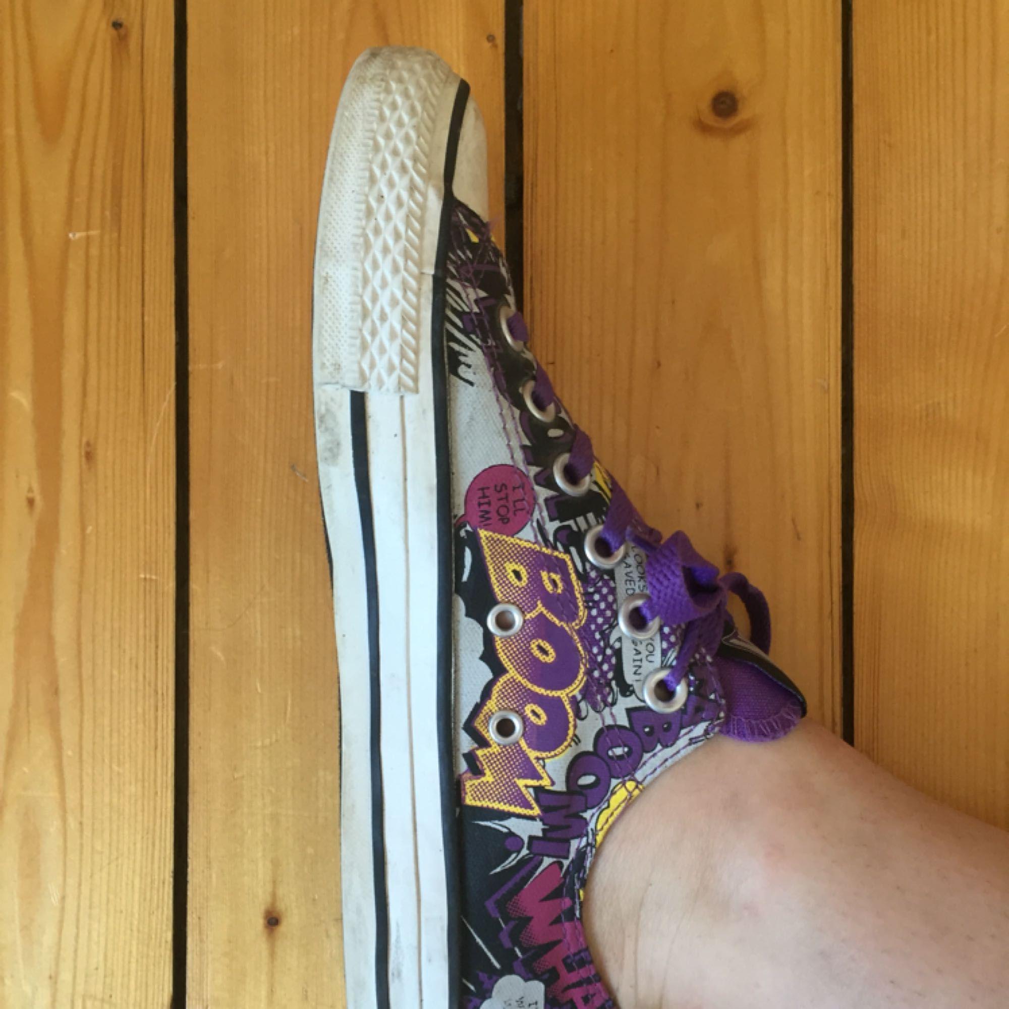 Bra skick, knappt använda. Min fot är 24 cm och passar mig ok. . Skor.