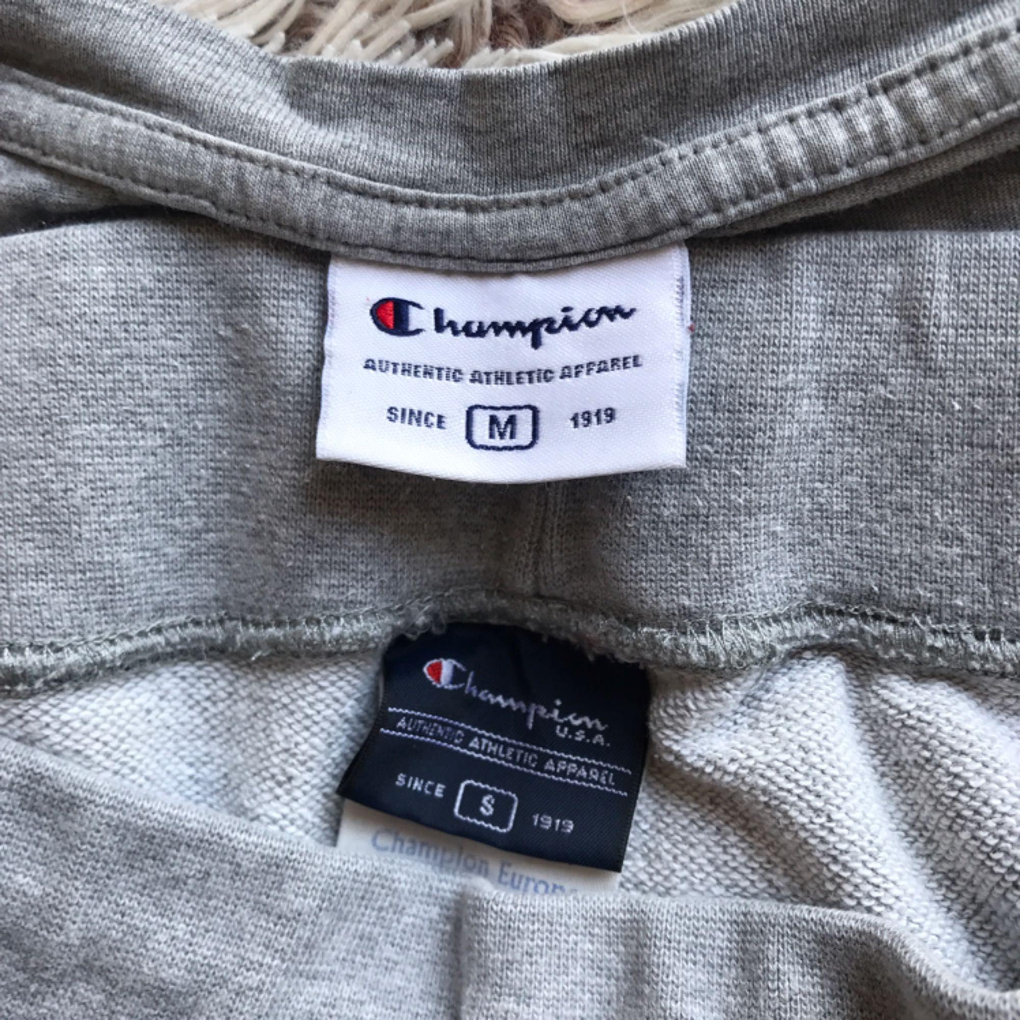 Champion T-shirt/shorts set. Passar storlek 38/S/M. Frakt ingår i priset💛 (shortsen sålda. Priset gäller tröjan). T-shirts.