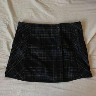 Kjol från pull&bear. Ser extremt kort ut men funkar bra på mig som är 1.65:)