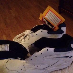 Tuffa blinkande LA-Gear sneakers. Du kommer att synas i mörker , bättre än reflexer.