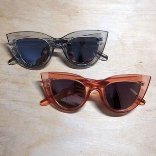Oanvända solglasögon! Ett par 50kr, båda för 75kr!  Beställda men passade ej mig.