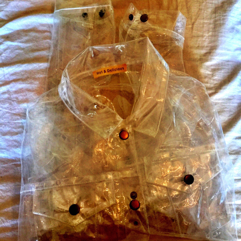 En cool genomskinlig jacka från Hot and delicious! Aldrig använd! Köparen står för frakt på 55kr. Jackor.