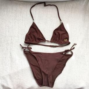 Supersöt bikini i storlek XS. Perfekt till sommaren! Använt 1 gång. 65kr + frakt eller mötas upp i Stockholm. Fler bikinis finns på min sida!