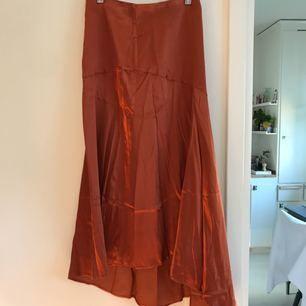 Kjol från HM, aldrig använd. Möts upp i Sthlm eller skickar mot fraktkostnad.
