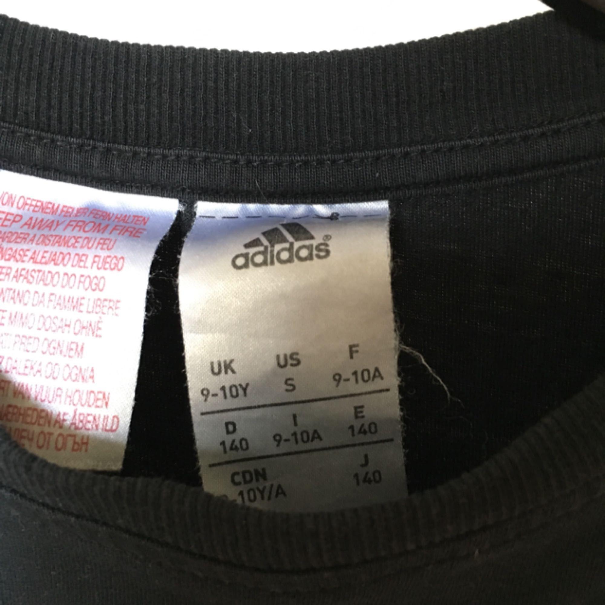 """T-shirt med supersnygg passform från adidas! Verkligen """"the perfect t-shirt"""" :) . Toppar."""
