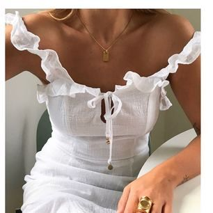 Fin kort klänning perfekt till studenten. Köpt för 800kr från verge girl!