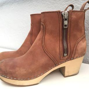 *NYTT SÄNKT PRIS* Sjukt snygga boots från Swedish Hasbeens! Nypris 2500:- Passar kommande sommarkvällar🌸 Jag har inte använt dem så mycket som de förtjänar så därför säljer jag dem.